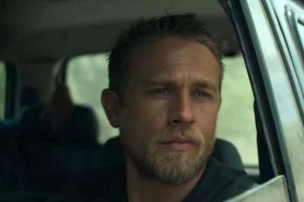 Charlie Hunnam dans Triple Frontier (2019)