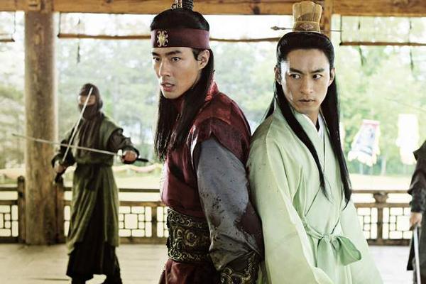 Jo In-sung et Joo Jin-mo dans A Frozen Flower (2008)