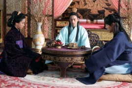 Jo In-sung, Joo Jin-mo et Song Ji-hyo dans A Frozen Flower (2008)