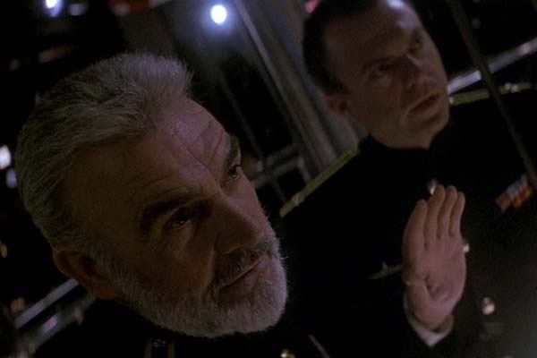 Sean Connery et Sam Neill dans The Hunt for Red October (1990)