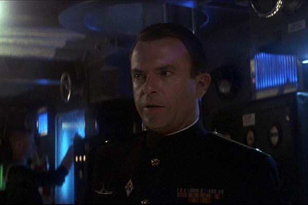 Sam Neill dans The Hunt for Red October (1990)