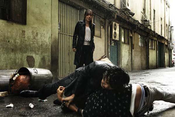 Park Hee-soon et Yunjin Kim dans Seven Days (2007)