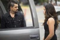 Ricardo Abarca et Gina Rodriguez dans Miss Bala (2019)