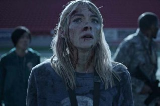 Jaime King, Justin Chu Cary, et Christine Lee dans Black Summer (2019)