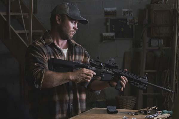 Luke Hemsworth dans Crypto (2019)