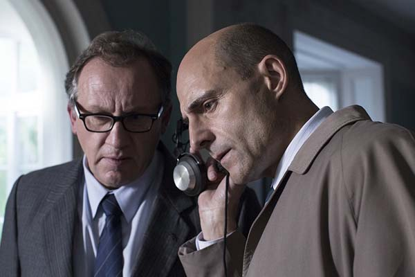 Andrew Grainger et Mark Strong dans 6 Days (2017)