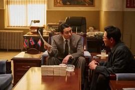 Ju Ji-hoon et Hwang Jung-min dans The Spy Gone North (2018)