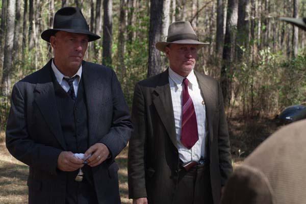 Kevin Costner et Woody Harrelson dans The Highwaymen (2019)