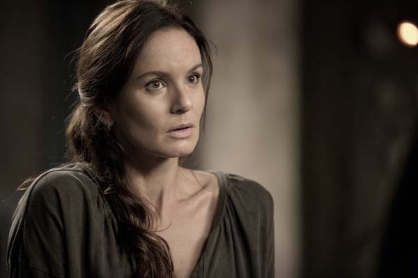 Sarah Wayne Callies dans Colony (2016)