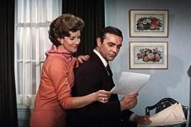 Sean Connery et Lois Maxwell dans Thunderball (1965)
