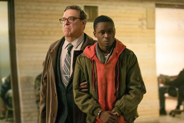 John Goodman et Ashton Sanders dans Captive State (2019)