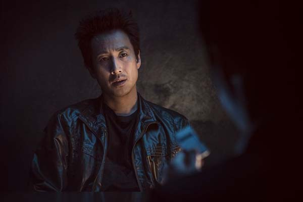 Lee Sun-kyun dans The Dawning Rage (2019)