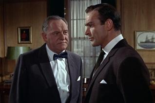 Bernard Lee et Sean Connery dans Goldfinger (1964)