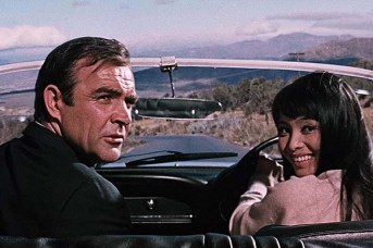 Sean Connery et Akiko Wakabayashi dans You Only Live Twice (1967)