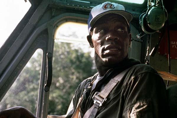 Danny Glover dans Bat*21 (1988)