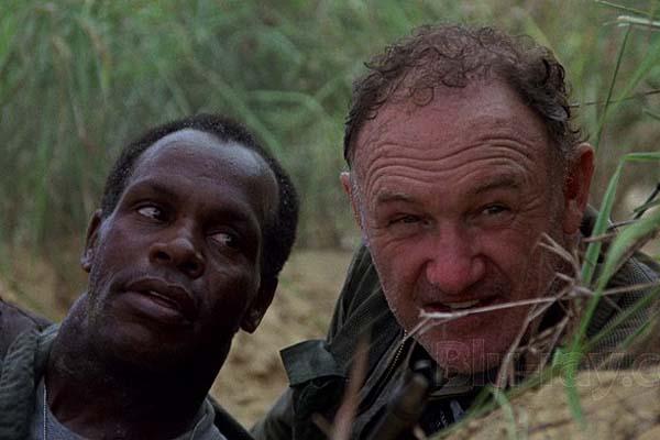 Danny Glover et Gene Hackman dans Bat*21 (1988)