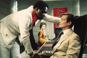 Roger Moore, Yaphet Kotto, et Jane Seymour dans Live and Let Die (1973)