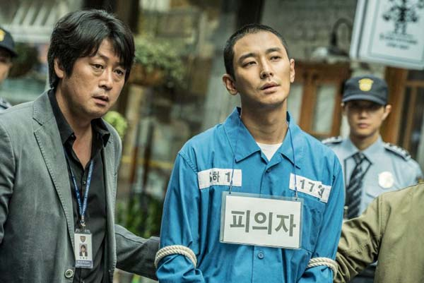 Kim Yoon-seok et Ju Ji-hoon dans Dark Figure of Crime (2018)