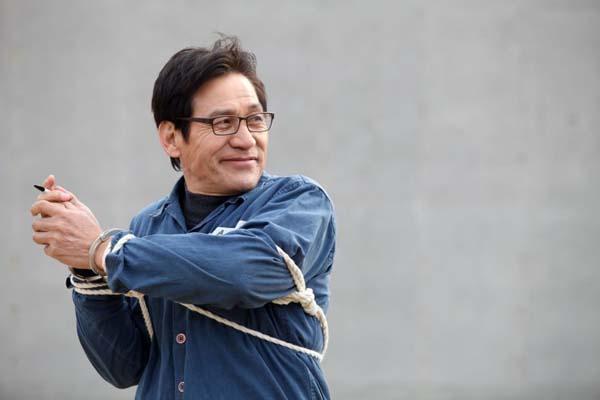 Ahn Sung-ki dans Unbowed (2011)