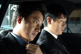 Sol Kyung-gu et Jung Joon-ho dans Another Public Enemy (2005)