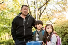 Ma Dong-seok, Choi Seung-hun et Ok Ye-rin dans Champion (2018)