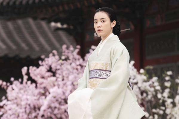 Han Hyo-joo dans Masquerade (2012)