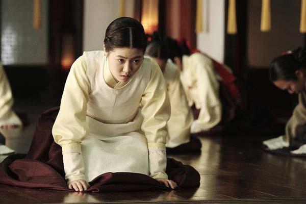 Shim Eun-kyung dans Masquerade (2012)