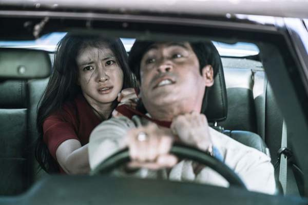 Lee Hyung-chul et Lee Si-young dans No Mercy (2017)