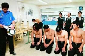 Sol Kyung-gu et Kang Shin-il dans Public Enemy (2002)