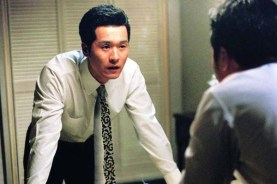 Lee Sung-jae dans Public Enemy (2002)