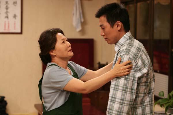 Kim Hae-sook et Kim Rae-won dans Sunflower (2006)