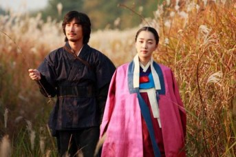 Choi Jae-woong et Soo Ae dans The Sword with No Name (2009)