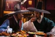 Han Suk-kyu et Ma Dong-seok dans The Royal Tailor (2014)