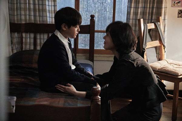 Park Sang-hoon et Kim Yun-jin dans House of the Disappeared (2016)