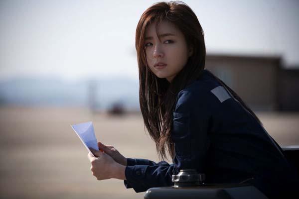 Shin Se-kyung dans R2B: Return to Base (2012)
