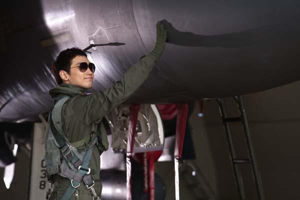 Jung Ji-hoon dans R2B: Return to Base (2012)
