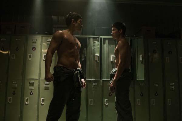 Jung Ji-hoon et Yoo Jun-sang dans R2B: Return to Base (2012)