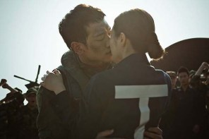 Jung Ji-hoon et Shin Se-kyung dans R2B: Return to Base (2012)