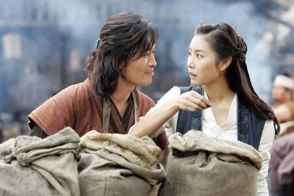 Jung Jae-young et Han Eun-jung dans The Divine Weapon (2008)