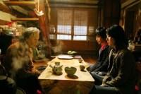 Park Ki-woong et Yoon Jin-seo dans Someone Behind You (2007)