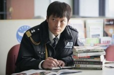 Jung Jae-young dans Going by the Book (2007)