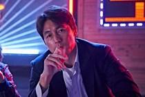 Jung Woo-sung dans Beasts Clawing at Straws (2020)