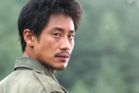Shin Ha-kyun dans Welcome to Dongmakgol (2005)