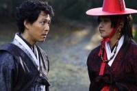 Lee Jung-jae et Kim Suk Hoon dans The Accidental Gangster and the Mistaken Courtesan (2008)
