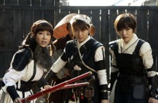 Ha Ji-won, Kang Ye-won et Son Ga-in dans The Huntresses (2014)