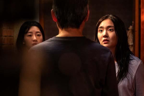 Kim Hye-jun et Jo Yi-hyun dans Metamorphosis (2019)