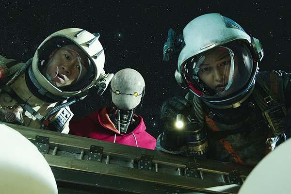 Jin Seon-kyu, Yoo Hae-jin et Jin Seon-kyu et Kim Tae-ri dans Space Sweepers (2021) dans Space Sweepers (2021)