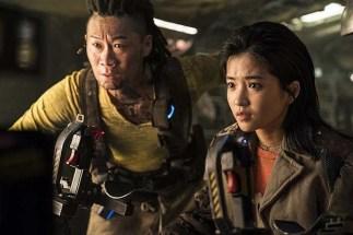 Jin Seon-kyu et Kim Tae-ri dans Space Sweepers (2021)