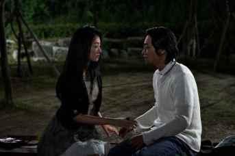 """Go Joon-hee et Ryoo Seung-bum dans """"Doomsday Book"""" (2011)"""