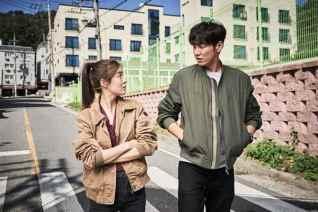 "Lee Sun-bin & Kim Young-kwang dans ""Mission: Possible"" (2021)"